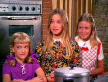 Brady-Bunch-Marsha-Jan-Cindy