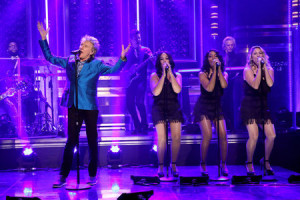 THE TONIGHT SHOW STARRING JIMMY FALLON -- Episode 0355 -- Pictured: Musician Rod Stewart performs on October 28, 2015 -- (Photo by: Douglas Gorenstein/NBC)